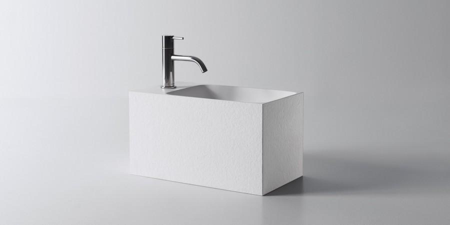 Calco Аntonio Lupi Раковина прямоугольная навесная из материала Flumood в отделке texture, в комплекте с донным клапаном и фитингом для сифона.
