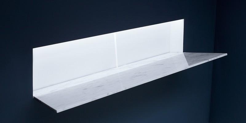 Battigia Antonio Lupi раковина из материала Corian, встраиваемая в стену, со светодиодной подсветкой. Фронтальная вставка из мрамора Carrara 60.7х51,5х108 см